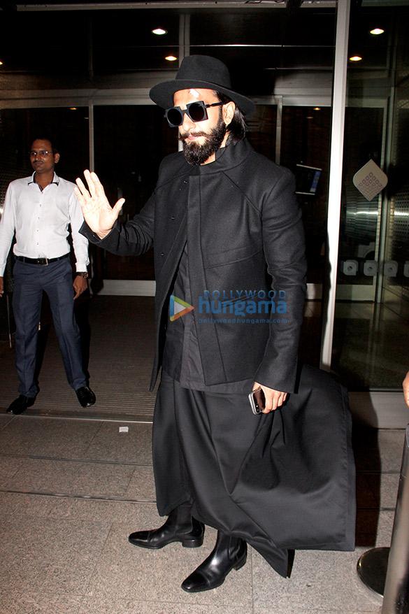 रणवीर सिंह हवाई अड्डे पर आए नजर