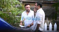 राजकुमार हिरानी मुंबई में संजय दत्त की बायोपिक के सेट पर आए नजर