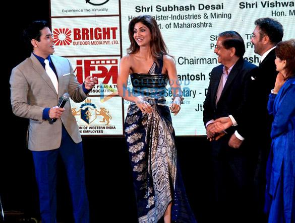 शिल्पा शेट्टी, अनिल कपूर, रवीना टंडन और अन्य ने 'दादासाहेब फाल्के अवार्ड्स' की शोभा बढ़ाई