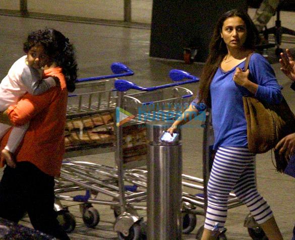 रानी मुखर्जी और आदीरा दुबई से अपनी छुट्टियां मनाकर वापस लौंटी