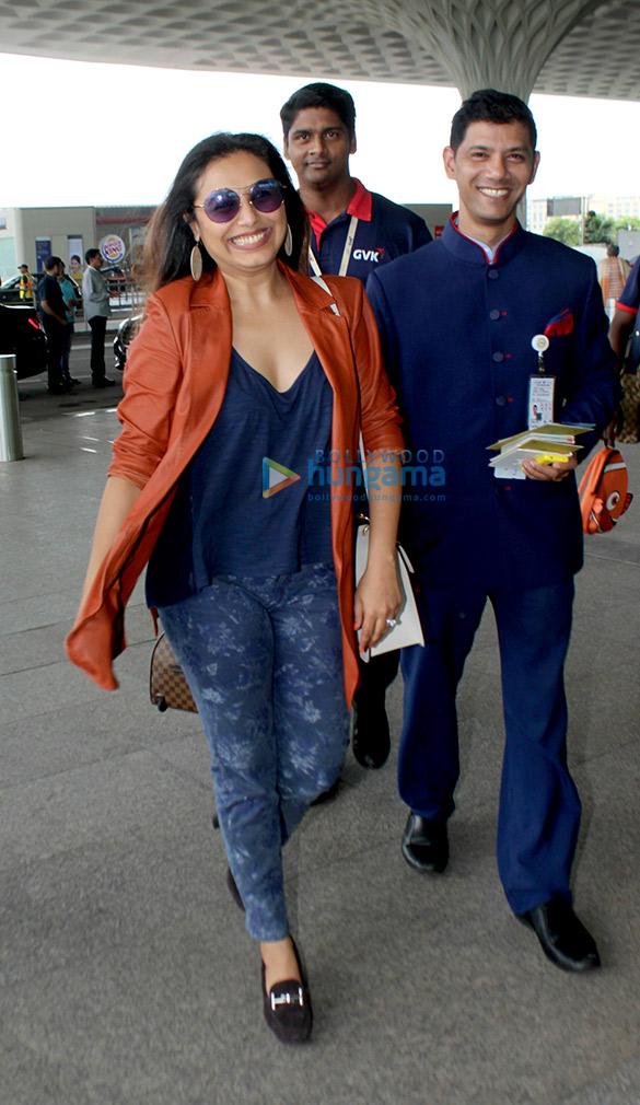 रानी मुखर्जी आज एयरपोर्ट पर आईं नजर