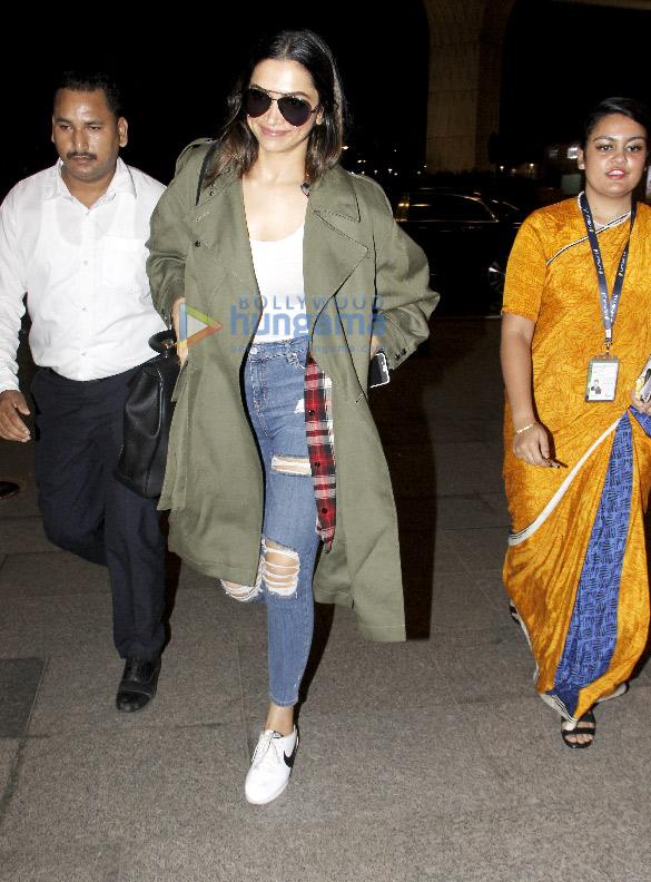 दीपिका पादुकोण बैंगलोर के लिए रवाना होती हुईं आईं नजर