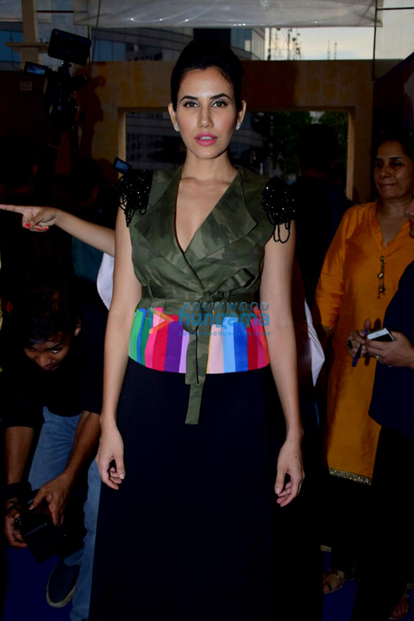 रिचा चड्डा, उर्वशी रौतेला, सोफी चौधरी, मंदाना करीमी और अन्य जॉया लाइफस्टाइल और फैशन एग्जीबीशन में रैंपवॉक करती हुई आईं नजर