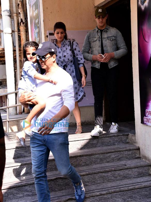 अक्षय कुमार, ट्विंकल खन्ना एक फिल्म के बाद नितारा और आरव के साथ आए नजर