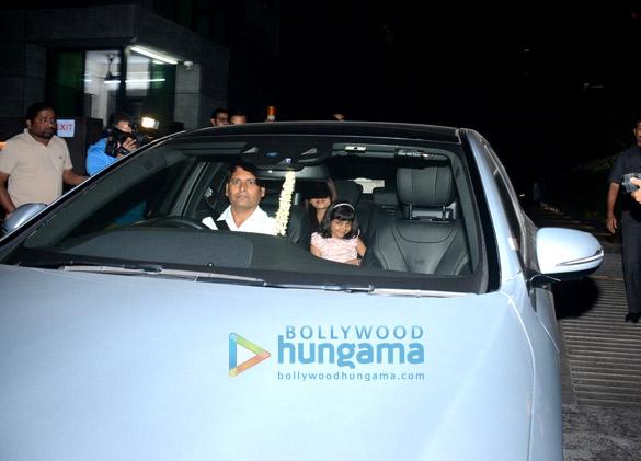 ऐश्वर्या राय बच्चन, अभिषेक बच्चन और उनकी बेटी आराध्या डिनर के बाद आईं नजर