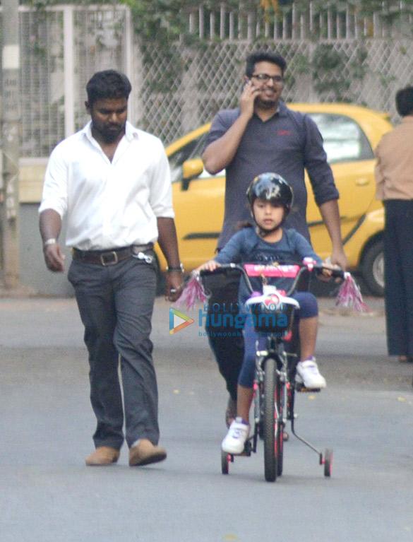 महेश भूपति अपनी बेटी के साथ बांद्रा में आए नजर