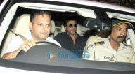 शाहरुख खान दिलीप कुमार के घर पर देखे गए