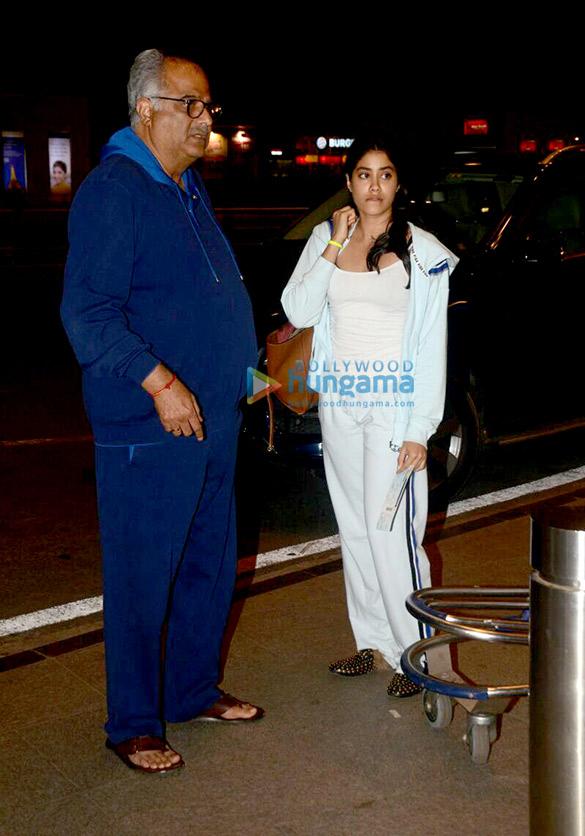 जाह्नवी कपूर, बोनी कपूर और श्रद्धा कपूर एयरपोर्ट पर आईं नजर