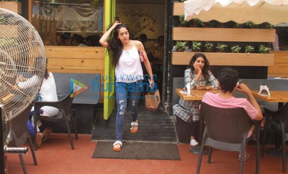 सारा अली खान बांद्रा में आईं नजर