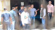 राजनीतिज्ञ नितिन गडकरी सलमान खान के घर पर आए नजर