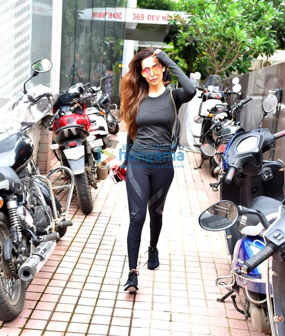 मलाइका अरोड़ा बांद्रा में आईं नजर
