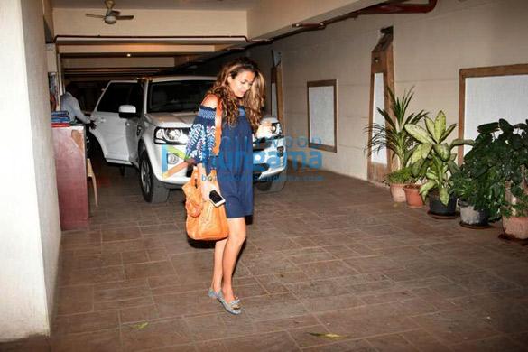 करीना कपूर खान के घर डिनर के बाद नजर आईं अमृता अरोड़ा, करिश्मा कपूर और सीमा सचदेव खान