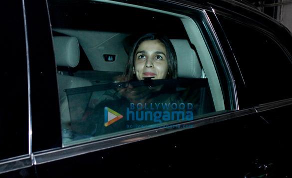 पीवीआर जुहू में आयोजित 'फास्ट एंड फ्यूरियस 8' की स्क्रीनिंग में नजर आईं आलिया भट्ट