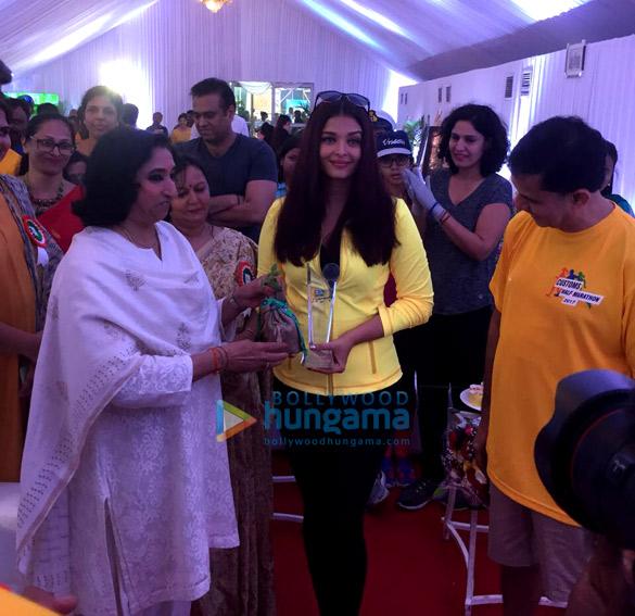 'मुंबई कस्टम्स हाफ मैराथन' में शामिल हुईं ऐश्वर्या राय बच्चन