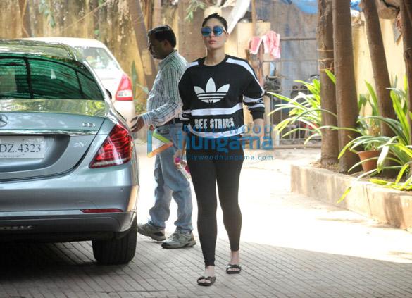 मलाइका अरोड़ा और करीना कपूर खान बांद्रा में आईं नजर