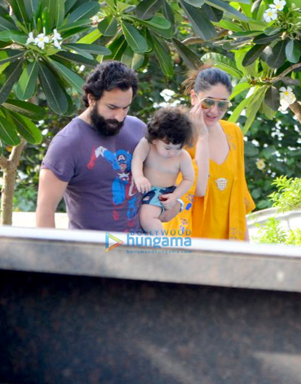 करीना कपूर खान, सैफ़ अली खान और तैमुर अली खान अमृता अरोड़ा के घर के स्विमिंग पूले के किनारे आए नजर