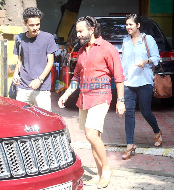 सैफ़ अली खान बांद्रा में आए नजर