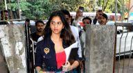 सुहाना खान, अंजनी धवन और करुणा धवन जुहू में क्रोमाके सैलून के बाहर आईं नजर