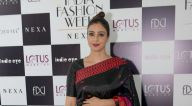 तब्बू, आथिया शेट्टी और अन्य ने लोटस मेक-अप इंडिया फ़ैशन वीक 2018 में रैम्पवॉक किया