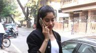 जाह्नवी कपूर अबु संदीप स्टोर, बांद्रा में नजर आईं