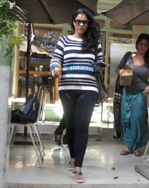 काजोल द किचन गार्डन, बांद्रा में नजर आईं
