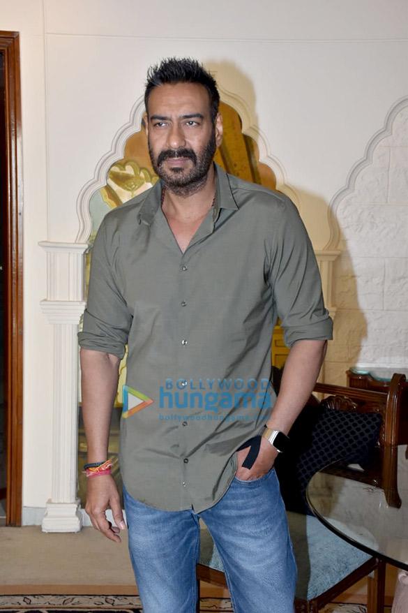 अजय देवगन टोटल धमाल के प्रमोशनल इंटरव्यू के दौरान नजर आए