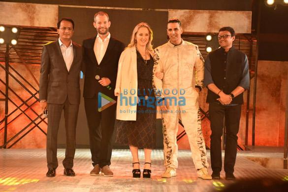 अक्षय कुमार ने अपनी अमेजॉन प्राइम ओरिजिनल सीरीज़ द एंड को रॉयल वेस्टर्न इंडिया टर्फ क्लब, महालक्ष्मी रेस कोर्स में लॉन्च किया