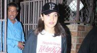 Photos: अनुष्का शर्मा डबिंग स्टूडियो बांद्रा में नजर आईं