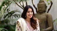 Photos: जाह्नवी कपूर ने मीडिया के साथ सेलिब्रेट किया अपना बर्थडे