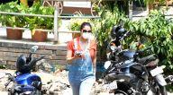 Photos: लारा दत्ता मेडिकल शॉप में नजर आईं