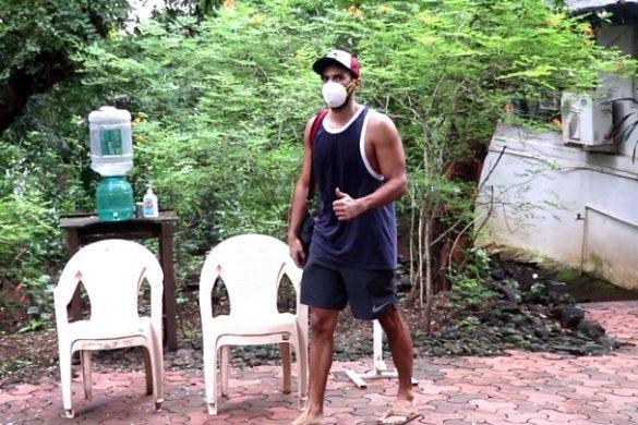 आदित्य रॉय कपूर बांद्रा में डांस रिहर्सल के बाद नजर आए