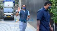 Photos: फ़रहान अख्तर और शिबानी दांडेकर एक साथ बांद्रा में नजर आए