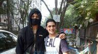 Photos: टाइगर श्रॉफ़ जुहू के स्टूडियो में नजर आए