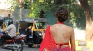 Photos: अहाना कुमरा बांद्रा में शूटिंग लोकेशन पर नजर आईं