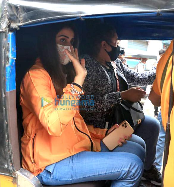 photos: जेनेलिया डिसूजा और वरुण शर्मा वर्सोवा जेट्टी पर नजर आए