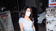 Photos: सारा अली खान जुहू में क्रोमके सैलॉन में नजर आईं