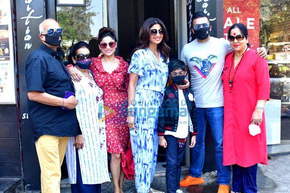Photos: शिल्पा शेट्टी अपनी फ़ैमिली के साथ बैस्टियन में नजर आईं