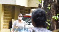 Photos: हुमा कुरैशी जुहू में नजर आईं