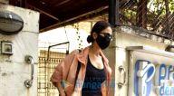 Photos: वाणी कपूर जुहू स्थित क्लिनिक में नजर आईं