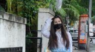 Photos: जियोर्जिया एंड्रियानी बांद्रा में नजर आईं