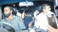 Photos: राज कुंद्रा जुहू में अपने घर से निकलते हुए नजर आए