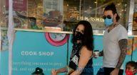 Photos: फैमिली के साथ फूड हॉल में नजर आईं सनी लियोन
